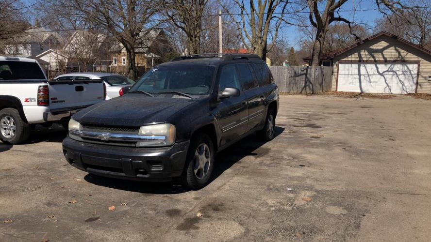 2002 BLACK CHEVROLET TRAILBLAZER EXT (1GNET16S626) with an 4.2L engine, Automatic transmission, located at 1708 Broadway, Rockford, IL, 61104, (815) 397-5010, 42.252522, -89.069359 - Photo #0
