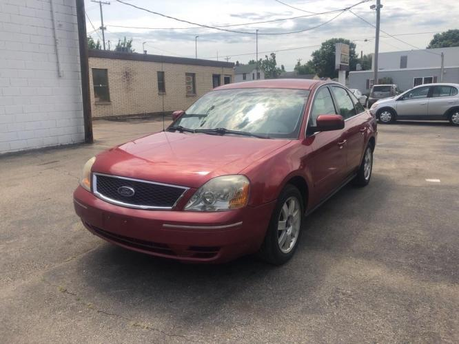2005 BURGUN FORD FIVE HUNDRED SE (1FAFP23165G) with an 3.0L engine, Automatic transmission, located at 1708 Broadway, Rockford, IL, 61104, (815) 397-5010, 42.252522, -89.069359 - Photo #0