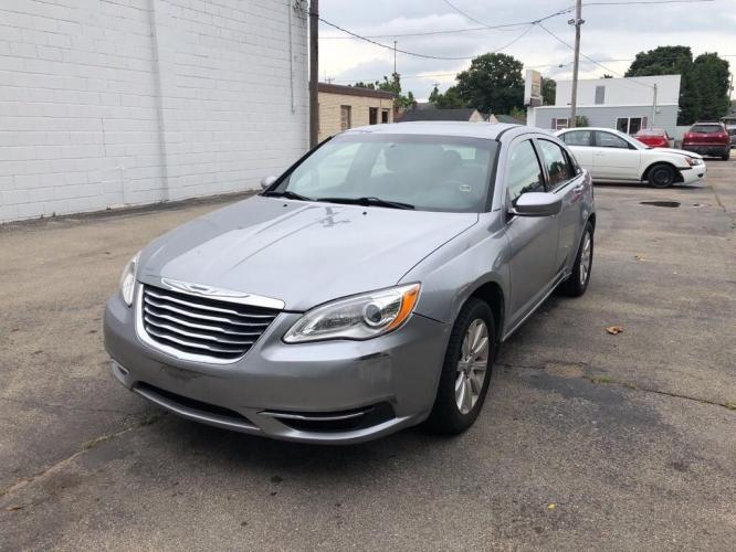 2013 GRAY CHRYSLER 200 TOURING (1C3CCBBB9DN) with an 2.4L engine, Automatic transmission, located at 151 Alpine Road, Rockford, IL, 61108, (815) 398-5010, 42.212986, -89.029320 - Photo #0