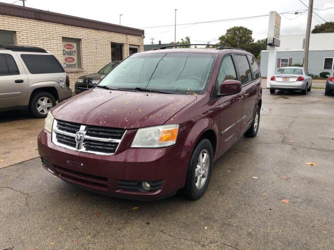 2009 MAROON DODGE GRAND CARAVAN SXT (2D8HN541X9R) with an 3.8L engine, Automatic transmission, located at 1708 Broadway, Rockford, IL, 61104, (815) 397-5010, 42.252522, -89.069359 - Photo #0