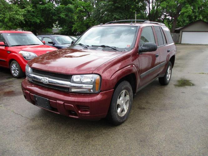 2005 MAROON CHEVROLET TRAILBLAZER LS (1GNDT13S952) with an 4.2L engine, Automatic transmission, located at 1708 Broadway, Rockford, IL, 61104, (815) 397-5010, 42.252522, -89.069359 - Photo #0